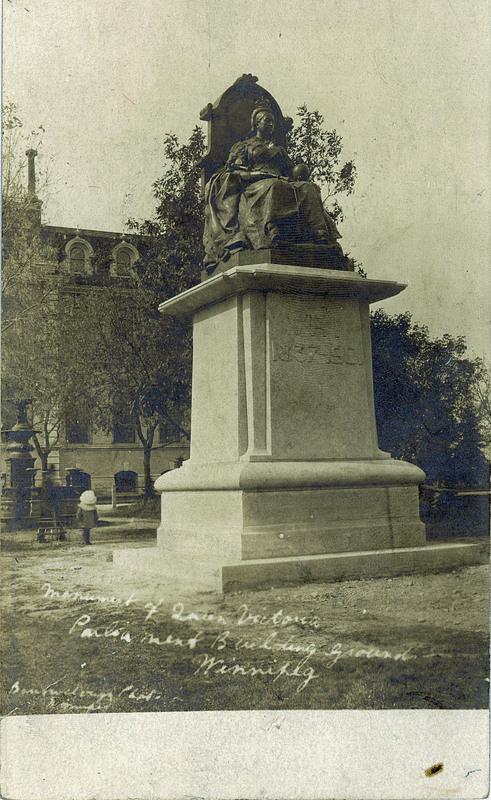 Postcard 1741 Barrowclough Photo Card Monument Of Queen
