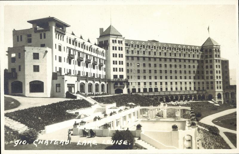 Postcard 11807 Harmon Byron Chateau Lake Louise 1930 39 S