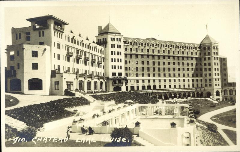 Postcard 11832 Harmon Byron Chateau Lake Louise 1930 39 S